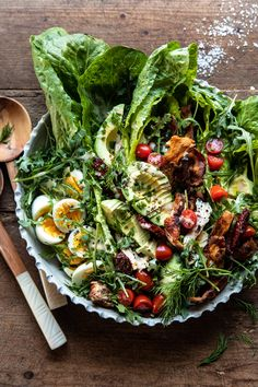 Sun-Dried Tomato Chicken and Avocado Cobb Salad with Tahini Ranch. This easy Cobb salad dinner comes together in less than an hour. It's colorful, healthy, and This salad can be made at any time of year! Ensalada Cobb, Homemade Tahini, Clean Eating, Healthy Eating, Stop Eating, Green Salad Recipes, Recipes With Tahini, Cooking Recipes, Healthy Recipes