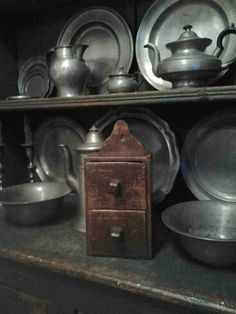 a treasure that I brought home the other day.love the drawers Pewter Metal, Antique Pewter, Brass, Prim Decor, Country Decor, Antique Shops, Vintage Antiques, Primitive Antiques, Primitive Country