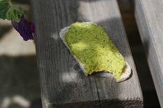 Caviar de courgettes crues au basilic et à la purée de noix de cajou