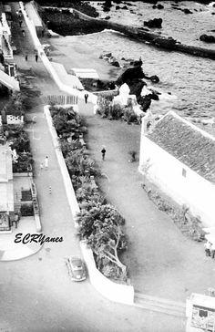Paseo de San Telmo,Puerto de la Cruz,años 50. (foto de Emiliano C.R.) Tenerife, Hockey, Walks, Antique Photos, Islands, Lugares, Teneriffe, Field Hockey