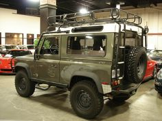 Love this.   Wishing it was in my garage!   Defender 90. Want this but in Arles Blue
