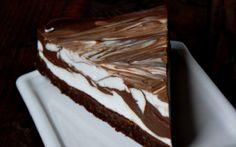 Retete Culinare - Cheesecake marmorat cu ciocolata Romanian Desserts, Romanian Food, Easy Desserts, Delicious Desserts, Dessert Recipes, Sweet Tarts, Something Sweet, Cheesecakes, Caramel