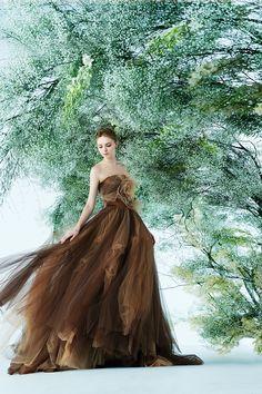 ゴールドとブラウンのノバレーゼのカラードレス