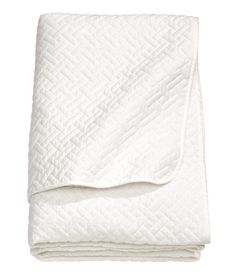 Quilted bedspread in woven cotton fabric with polyester padding.