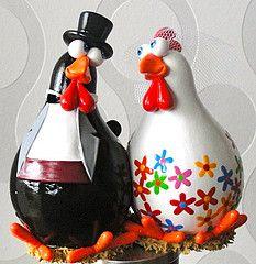 cabaças decoradas - Pesquisa Google                                                                                                                                                     Más Decorative Gourds, Hand Painted Gourds, Chicken Crafts, Chicken Art, Pumpkin Art, Pumpkin Crafts, Recycled Light Bulbs, Diy And Crafts, Arts And Crafts