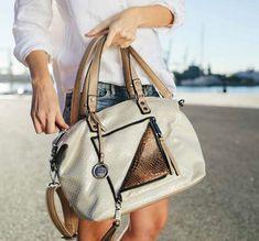c33726bd166 Descubre la nueva colección de bandoleras, riñoneras, bolsas y mochilas.  Modelos originales y con un toque de los más chic.