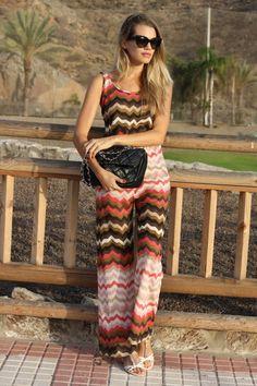 ILa blogger Honeydressing de ELLE España no puede ir más guapa con nuestro mono Zig-Zag! #amarillolimon
