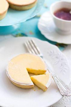 Une de mes tartes au citron préférées, crémeuse et bien acidulée, la pâte à la pistache donne une touche d'originalité. Pâte sablée de Pierre Hermé : 120 g de beurre 2 g de sel fin 90 g de sucre gl...