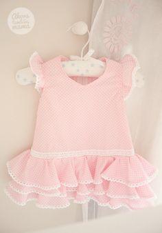 DIY+camiseta+flamenca_6blog Sewing For Kids, Baby Sewing, Baby Girl Fashion, Kids Fashion, Little Girl Dresses, Flower Girl Dresses, Pakistani Dresses Casual, Mini Vestidos, Carters Baby