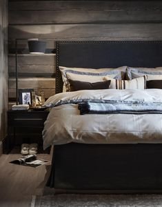 〚 Modern chalet with moody dark interiors in Norway 〛 ◾ Photos ◾Ideas◾ Design Rustic Bedroom Design, Home Decor Bedroom, Cottage Bedrooms, Rustic Bedrooms, Bedroom Ideas, Dark Interiors, Cabin Interiors, Couple Room, English Country Decor