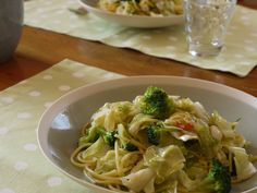 cabbage pasta Pesto, Noodles, Cabbage, Spaghetti, Rice, Meals, Vegetables, Ethnic Recipes, Food