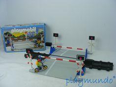 PLAYMOBIL 4383 PASO A NIVEL http://www.playmundo.es/playmobil-4383-paso-a-nivel-9663-p.asp