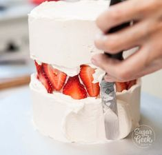 Savory magic cake with roasted peppers and tandoori - Clean Eating Snacks Fresh Strawberry Cake, Strawberry Puree, Bolo Cake, Salty Cake, Cake Trends, Food Cakes, Car Cakes, Cuisines Design, Savoury Cake