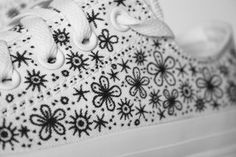 Custom Converse by Johanna Basford Diy Converse, Converse Design, Custom Converse, Sharpie Projects, Sharpie Crafts, Sharpie Art, Sharpies, Painted Canvas Shoes, Painted Sneakers
