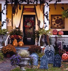 halloween front porch with front yard graveyard - Halloween Front Doors