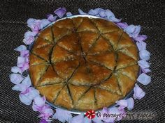 Great recipe for Baklava with pistachios. Baklava with pistachios, very tasty with a different taste than the usual walnuts. Greek Recipes, Desert Recipes, Cooking Time, Cooking Recipes, Greek Sweets, Party Desserts, Confectionery, Frozen Yogurt, Pistachio