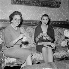 Adalgisa Colombo com Sara Kubitschek A carioca Adalgisa Colombo, Miss Brasil 1958, ganhou, no mesmo ano, o segundo lugar no concurso de Miss Universo.  Adalgisa Colombo no Palácio do Catete com Sara KubitschekRio de Janeiro, 8 de julho de 1958. Agência Nacional