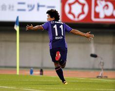 [ J1:第28節 広島 vs 名古屋 ] 広島は先制点を奪ってから2分後(60分)には、高萩洋次郎 の浮き球に佐藤寿人がヘディングで決め2-0とリードを広げた。佐藤はこの日のゴールで今シーズン8点目となった。 タグ:佐藤寿人 2014年10月18日(土):エディオンスタジアム広島