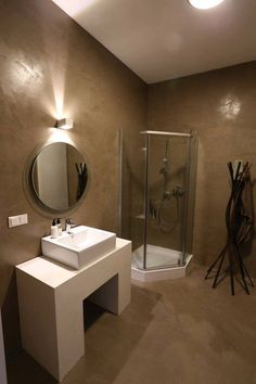 Novacolor's #microcement system for the #decoration of #walls and floors interpreted by GRIS Design Friends' #home for this #elegant bathroom in Almaty.
