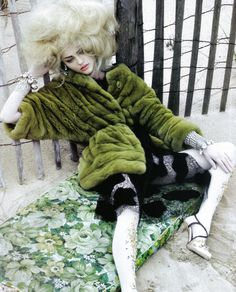 lelaid: Sasha Pivovarova in It's a Matter of Glam for Vogue Italia, October 2009 Shot by Craig McDean Styled by Edward Enninful Fur Fashion, Green Fashion, Fashion Art, High Fashion, Fashion Design, Baroque Fashion, Fashion Today, Bohemian Fashion, Style Fashion