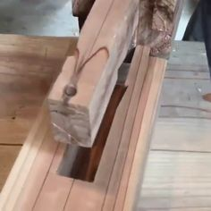 Incredible Shachi Tsugi Joint by Mark Plakotoris. thehomewoodwork for daily woodworking content. via dylaniwakuni Japanese Joinery, Japanese Woodworking, Woodworking Joints, Woodworking Techniques, Woodworking Plans, Woodworking Furniture, Japanese Carpentry, Woodworking Projects Diy, Diy Wood Projects
