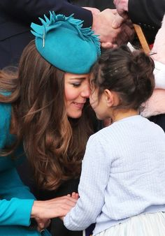April, Prince William and Catherine, Duchess of Cambridge receive a traditional Maori welcome at Dunedin airport.during their tour of Australia and New Zealand. Love this picture for Kate Middleton. Estilo Kate Middleton, Kate Middleton Photos, Kate Middleton Style, Prince William And Catherine, William Kate, Princess Charlotte, Princess Diana, Princess Katherine, Princesse Kate Middleton