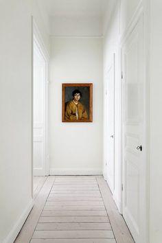 parquet blanc dans l'entrée de la demeure