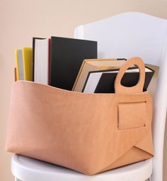 """Leather tote or storage basket / box - what a great, streamlined design! Article has link to interview with creator & etsy seller Gildem: Stylish Leather Items by """"Gildem"""" ♥ Tote Storage, Storage Baskets, Crea Cuir, Leather Projects, Leather Accessories, Leather Working, Leather Craft, Paper Shopping Bag, Purses"""