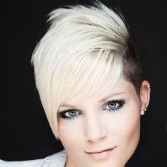 Yana taralı tarz kısa saç modelleri 2017. Sarışın bir bayan ve tarz bir görünüme sahip olmak istiyorsanız, bu tarz kısa saç modelleri size yardımcı olacaktır. Görseldeki sarışın bayanın yana taranmış olan saç modelini çok beğendim ve sizin de beğeneceğinizi düşünerek…