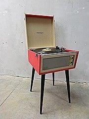 Deze retro platenspeler is door haar sfeervolle en vintage design de ultieme combinatie van interieur en muziek. Versmelt je vinylcollectie met je interieur en je hebt …