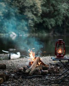 Would you like to go camping? If you would, you may be interested in turning your next camping adventure into a camping vacation. Camping vacations are fun Bushcraft Camping, Camping Lights, Camping Survival, Camping And Hiking, Camping Life, Camping Hacks, Survival Gear, Camping Gear, Outdoor Survival
