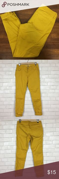 Old navy rockstar Skinnies in Mustard Great condition Skinnies in an awesome Mustard yellow. 32in inseam, ankles can be rolled for Capri look. Clean and free of stains and tears Old Navy Pants Skinny