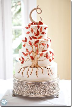 Picture of wedding cake with family tree. Love this idea - including the parents and grandparents in a special way. Family Reunion Cakes, Family Tree Cakes, Anniversary Cakes, 50th Wedding Anniversary, Kid Cakes, Cupcake Cakes, Adoption Cake, Fishing Cakes, Mom Cake