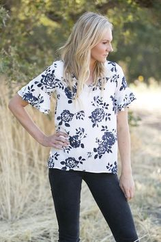 Lizzie & Mae - Black and White Floral Ruffle Sleeve Blouse
