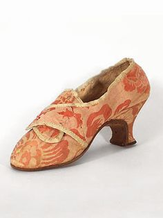 Silk damask wedding shoes of Elizabeth Rockwood Farnsworth, c. April 28, 1754. Provenance: handwritten note on the sole of one shoe with date of the wedding.