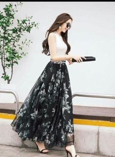 Muslim maxi skirts that are conservative and chic. A variety of skirts from cotton, polyester, printed skirts that will blow your mind. The perfect islamic skirt that is fit for you. Long Skirt Fashion, Long Skirt Outfits, Fashion Dresses, Dress Outfits, Designer Party Wear Dresses, Kurti Designs Party Wear, Indian Designer Outfits, Pakistani Dresses Casual, Indian Gowns Dresses