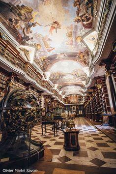 チェコのプラハに存在する「世界で最も美しい図書館」!! Baroque Architecture, Beautiful Architecture, Historical Architecture, Beautiful Buildings, Prague Library, Library Books, World Library, Budapest, Nikola Tesla