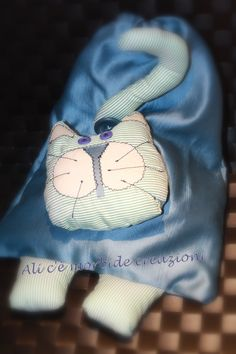 Sacco gatto. Sacco portapigiamino realizzato con scarti di tendaggi.
