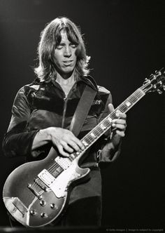 Tom Scholz (Boston) Tom Scholz, Boston Band, Steve Vai, Best Rock Bands, Jazz Musicians, Gibson Les Paul, Rock Legends, Van Halen, Music Icon