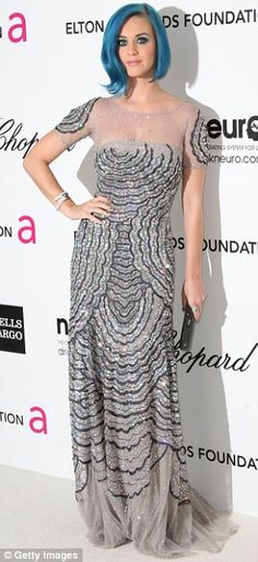 Katy Perry in a beautiful dress at the Vanity Fair party. Very pretty! My hubs goes ga ga over her. Geez!