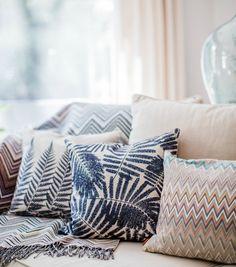 Amara Home Inspiration | The Design Twins | Amaraliving | Interior | Interior Design | Interior Style | Interiorlovers | Interior4all | Interior123 | Interiordecorating | Interiorstyling | Interiorarchitecture | Interiordesire | Interiordesignideas | Interiordetails | Interiorandhome | Interiorforinspo | Deco | Pillow | Cushion | Colour | Texture | Prints