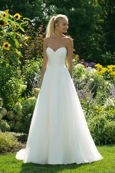 Strapless Wedding Dresses Courtesy of Justin Alexander wedding dresses Sweetheart collection - Wedding Dress Inspiration - Justin Alexander Sweetheart Collection Sweetheart Wedding Dress, Perfect Wedding Dress, Dream Wedding Dresses, Bridal Dresses, Strapless Wedding Dresses, Wedding Gowns, Event Dresses, Dresses Dresses, Quinceanera Dresses