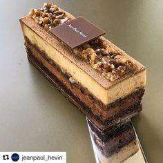 "🍰🍪YouTube RECIPES 🍩🍦 pe Instagram: ""#Repost @jeanpaul_hevin (@get_repost) @bakelikeapro ・・・ Retrouvez ces saveurs onctueuses avec le ""Noisettine"", un biscuit cacao aux amandes…"" Cold Desserts, Fancy Desserts, Sweet Desserts, Chocolate Pastry, Chocolate Shop, Chocolate Art, Yummy Treats, Sweet Treats, Pastry Design"