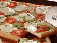 Fresh Mozzarella Tomato Pizza
