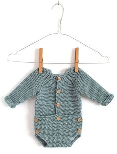 Learn How to Make this adorable Knitted Baby CARDIGAN. FREE Step by Step Pattern & Tutorial. A different way of making a Knitted Baby Cardigan! Crochet Onesie, Crochet Jumper, Knitted Baby Cardigan, Baby Pullover, Crochet For Boys, Knitting For Kids, Baby Knitting Patterns, Baby Patterns, Boy Crochet