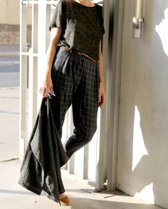Le pantalon Guise de Papercut patternsest un de mes patrons préférés, je l'avais déjà réalisé lors de sa sortie, ici ! J'ai utilisé un tissu en polyesterà carreaux de chez Pretty Mercerie, juste ...