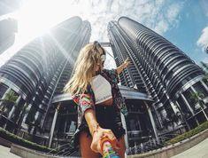 Kuala Lumpur, Malasia Hoy pase la tarde en la capital malaya, una de las ciudades más modernas del Sudeste Asiático 🚀 Kuala es GI GAN TE,… Malaysia Resorts, Malaysia Tour, Malaysia Truly Asia, Singapore Malaysia, Malaysia Travel, Asia Travel, Oh The Places You'll Go, Cool Places To Visit, Kuala Lumpur Travel