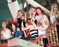 They all look funny here Snsd, Sooyoung, Yoona, Kim Hyoyeon, Girls Generation, South Korean Girls, Korean Girl Groups, Yuri, Taeyeon Jessica