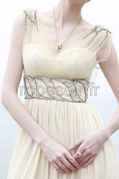 fille, femme, robe de soirée, robe de cérémonie, robe de bal, robe de mariage, robe de cocktail, robe demoiselle d'honneur, robe longue en jaune  http://www.robesoir.fr/par-couleur/104-victoria-jaune-longueur-au-sol-waist-empire-col-en-coeur-robe-de-soiree-longue-robes-de-ceremonie-robes-de-cocktail-concour-de-beaute-les-invites-au-mariage-chic.html#