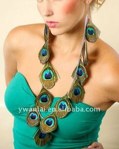 I think I need to just go out and get myself a peacock so i can make peacock jewelry.. <3 obsessed.